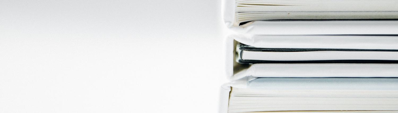Bücher gestapelt
